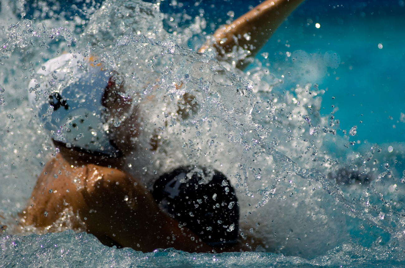 09-28-08_Uploads_Mens_Waterpolo_Roeder_3
