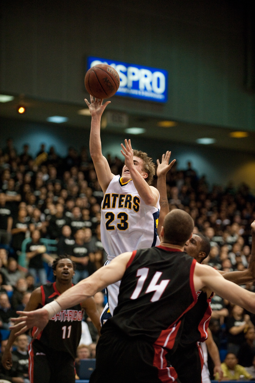 02-18-09_Mens_BBall_Roeder_43