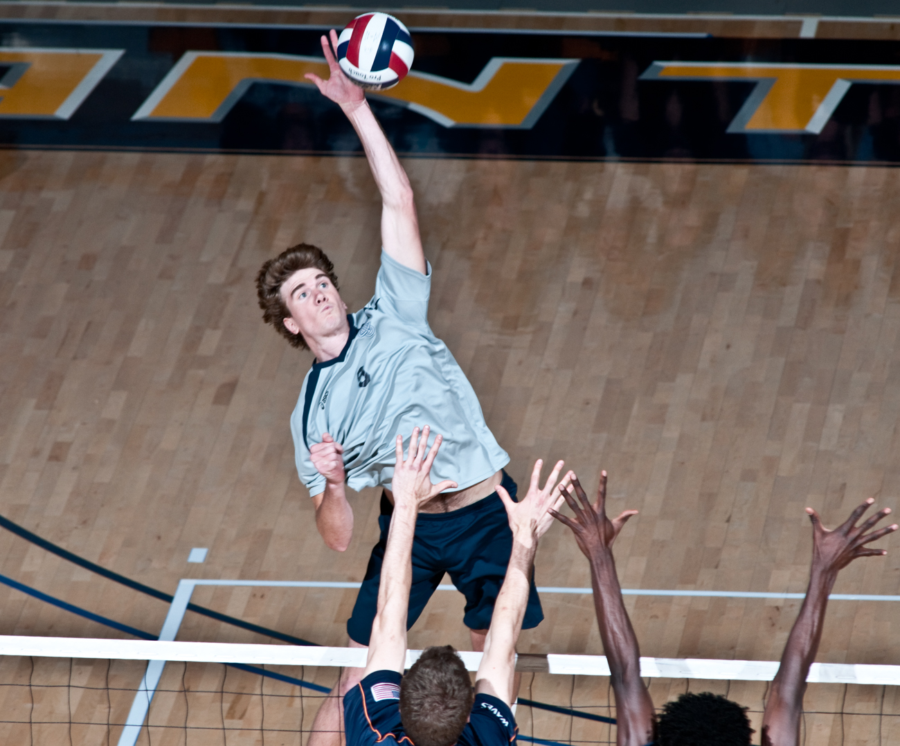 04-11-09_Mes_VBall_Roeder_4