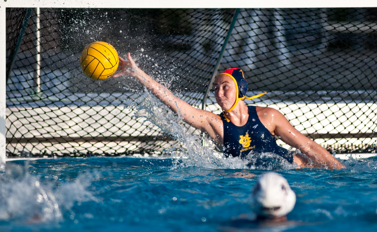 04-11-09_Womens_Waterpolo_Roeder_14