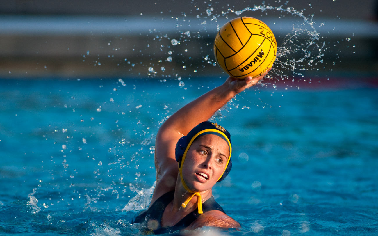 04-11-09_Womens_Waterpolo_Roeder_38