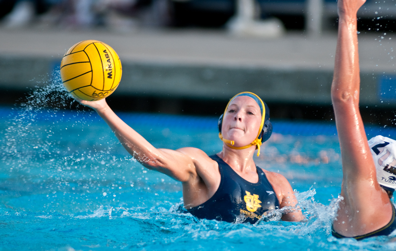 04-11-09_Womens_Waterpolo_Roeder_42