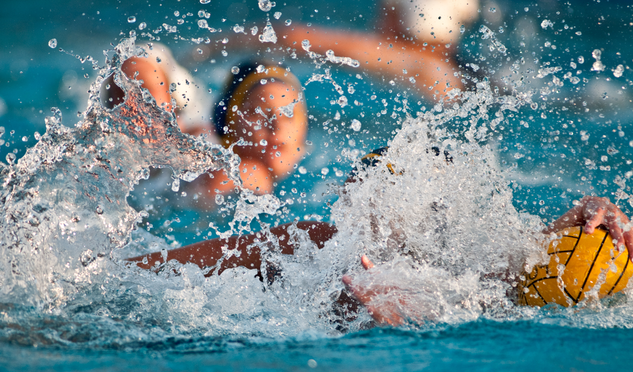 04-11-09_Womens_Waterpolo_Roeder_48