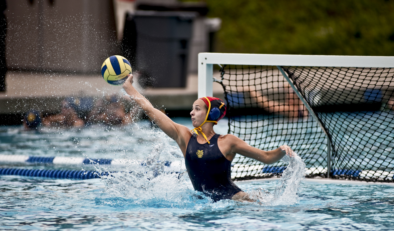 02-20-10_Uploads_Womens_Waterpolo_Roeder_1