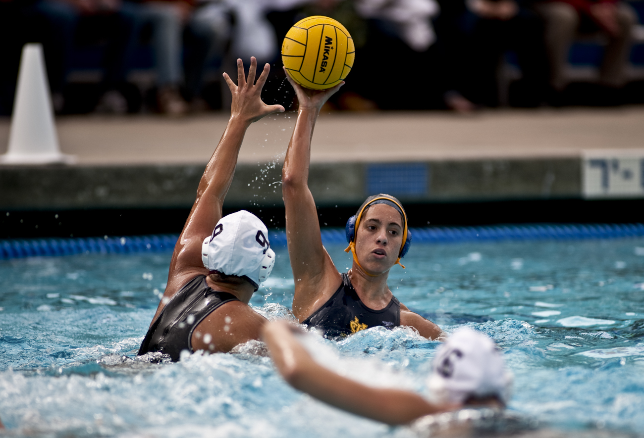02-20-10_Uploads_Womens_Waterpolo_Roeder_2
