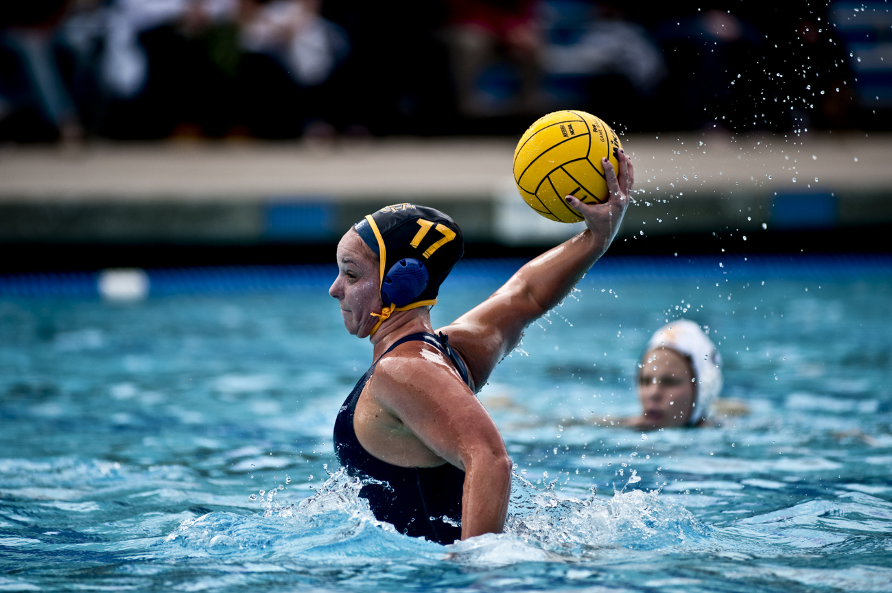 02-20-10_Uploads_Womens_Waterpolo_Roeder_3
