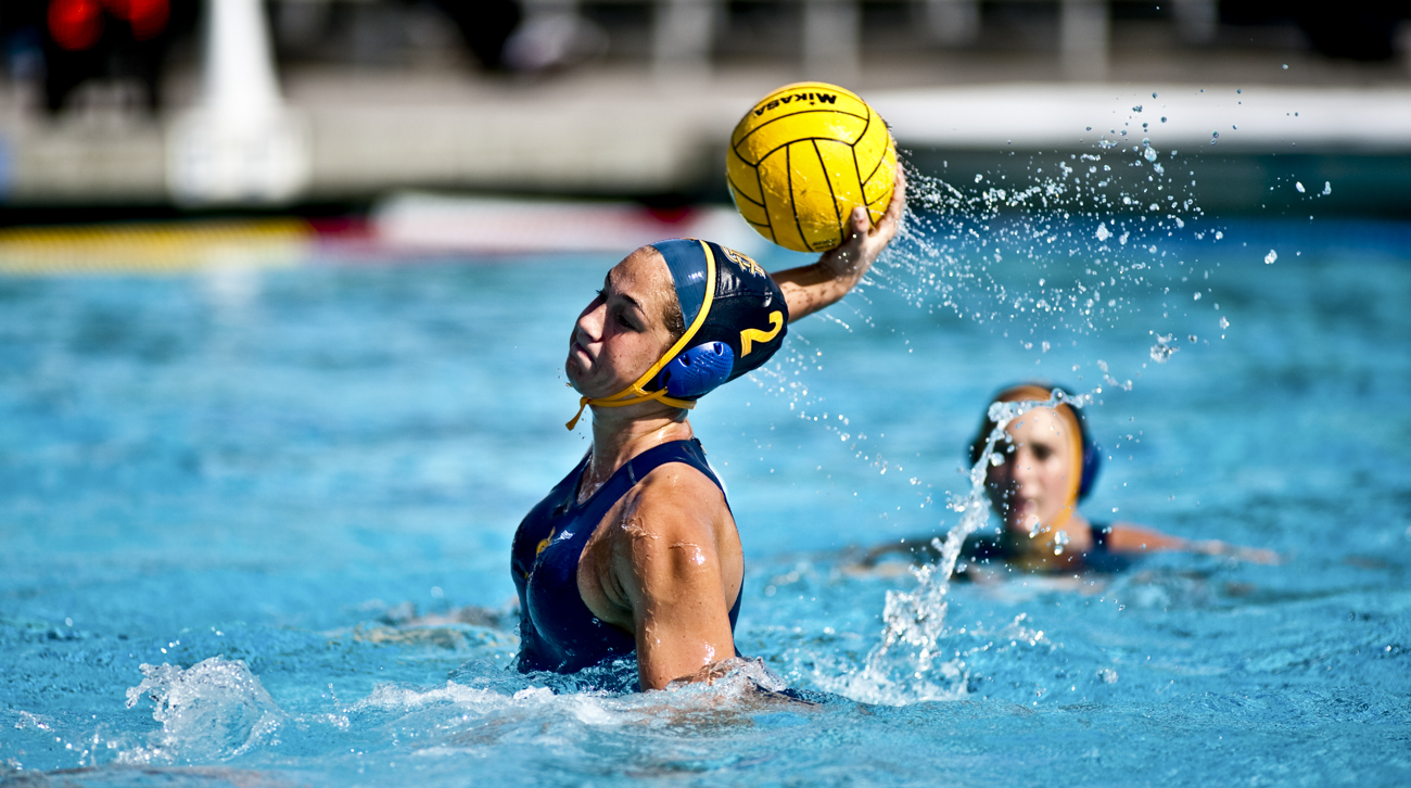 02-20-10_Uploads_Womens_Waterpolo_Roeder_6